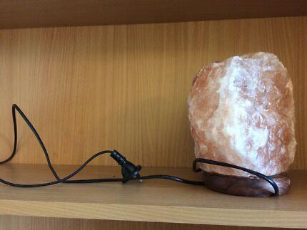 Med-Lge Salt lamp, with new quality globe on wooden base