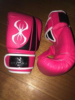 Sting pink boxing gloves ladies - size medium NEW