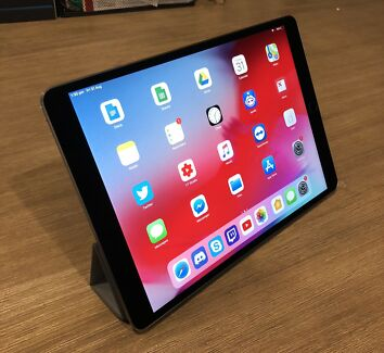 iPad Pro 10.5 64GB - with Smart Cover and AppleCare