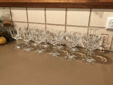 12 beautiful good quality crystal glasses in perfect condition