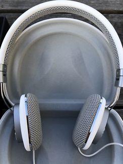 Bowers &amp Wilkins P3 over ear Headphone